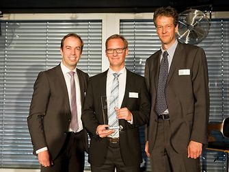 "Christian Kirsten, Corporate Senior Vice President Transport & Metal, Henkel Adhesive Technologies, presented the award for the best ""Suply Performance"" to Udo Hünger, Global Key Account Manager, and Christoph Hansen, Group Vice President, BASF (from left to right)."