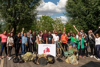Henkel France employees participate in the 'trashfighter' initiative to clean up trash and raise awareness against plastic waste in the environment.